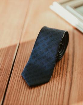 "Kaklasaite ""Neredzamais spēks"" tumši zila"