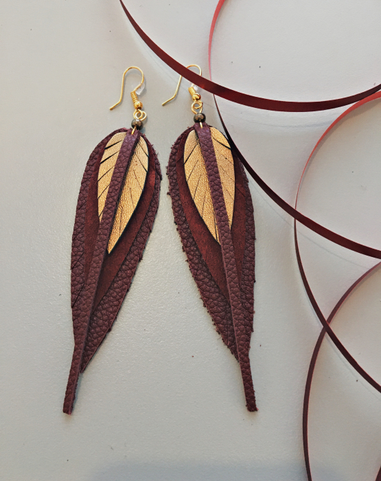 Ādas auskari mazie - zeltaini sarkani