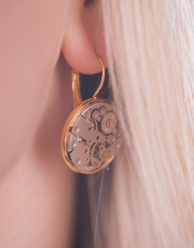 Earrings with clock mechanism - gold color