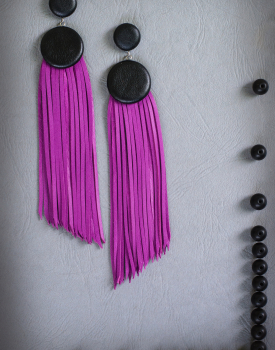 """Ādas auskari """"Divas podziņas ar skarām"""" violeti"""