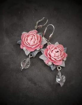 """Auskari """"Peonijas"""" maigi rozā, ar kristāliņu"""