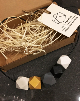 Geometric necklace - color harmony